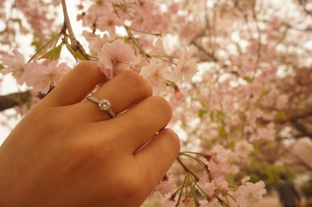 結婚未定でもブライダルフェアに参加する女性