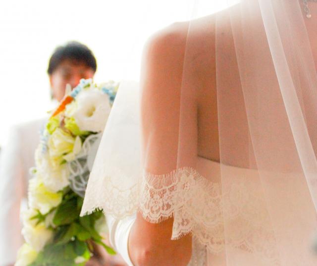 結婚して幸せなカップル