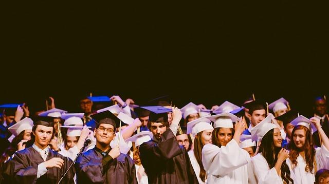 大学を卒業する子供
