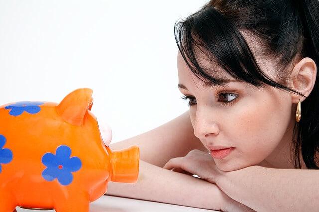 お金に困る女性