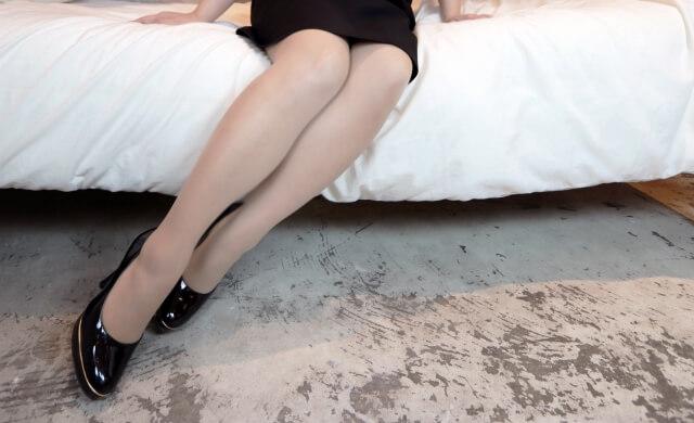 大人っぽい服装をする女性