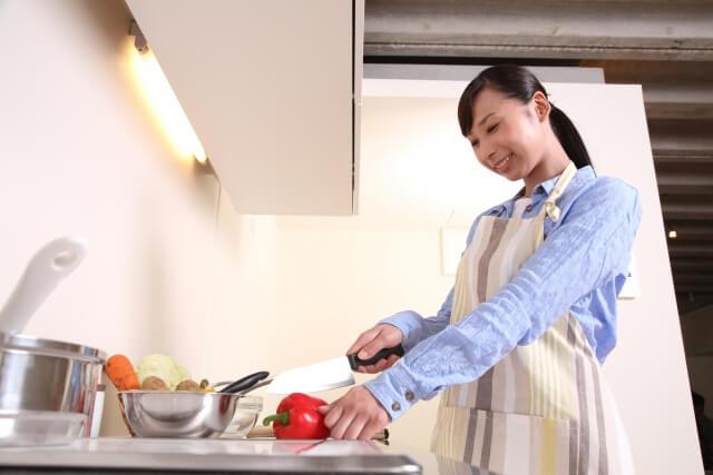 料理を頑張る専業主婦