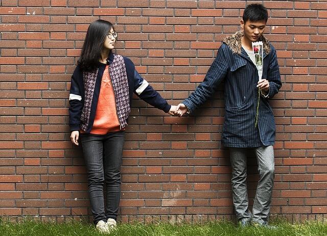恋愛関係になる2人