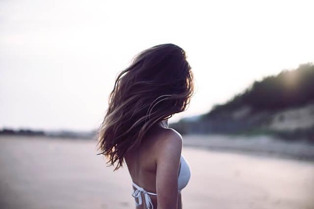 一目惚れ恋愛で勇気を出す女性