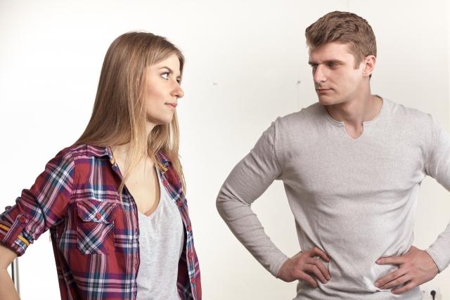 同棲解消の理由を聞く女性