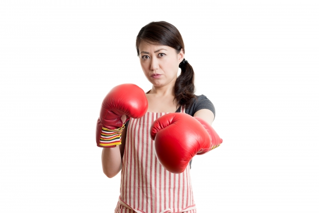 喧嘩を懸念する女性