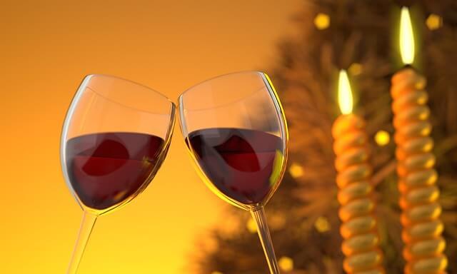 ワインを嗜む男女