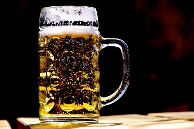 ビールを飲む彼氏
