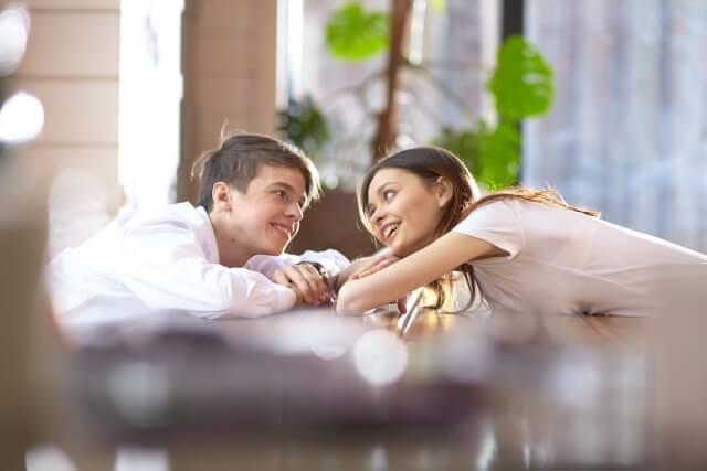 恋愛感情を共有する男女