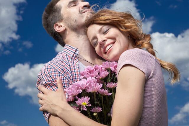好きな人の心のすき間に入り込む女性