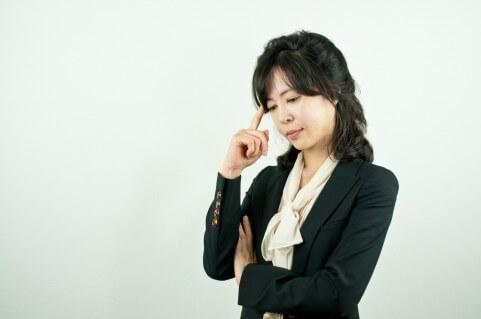 違和感を抱く女性