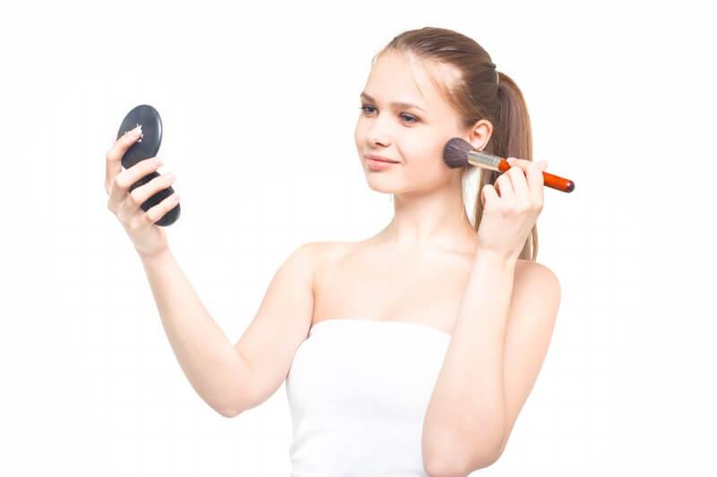 化粧を変える女性