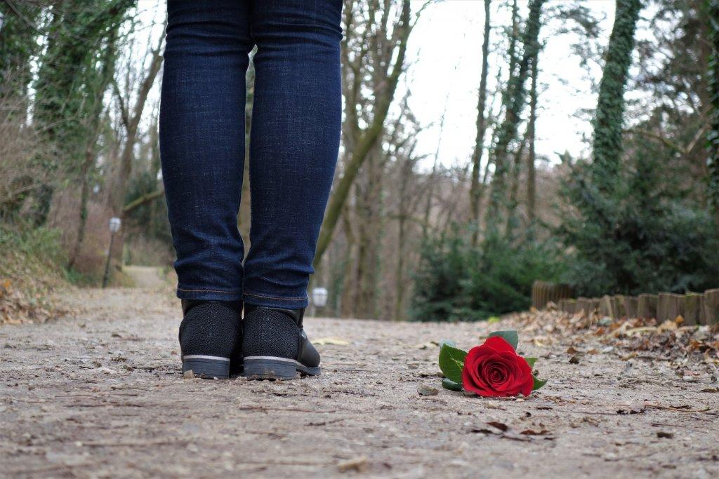 過去の恋愛を受け入れる女性