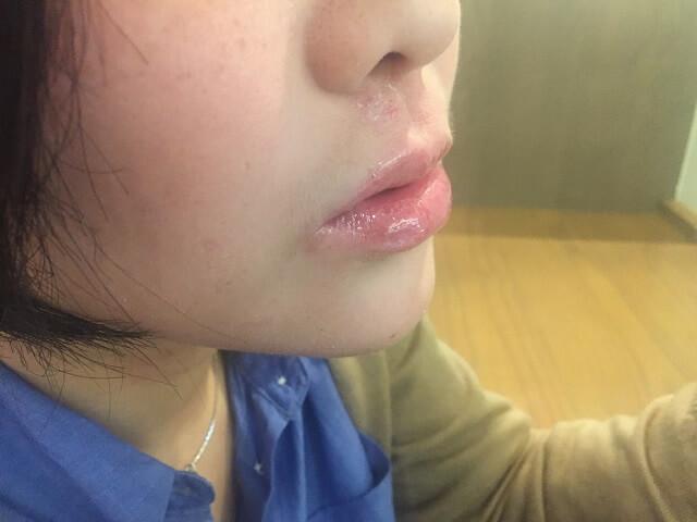ゴージャスキッスをつけた唇